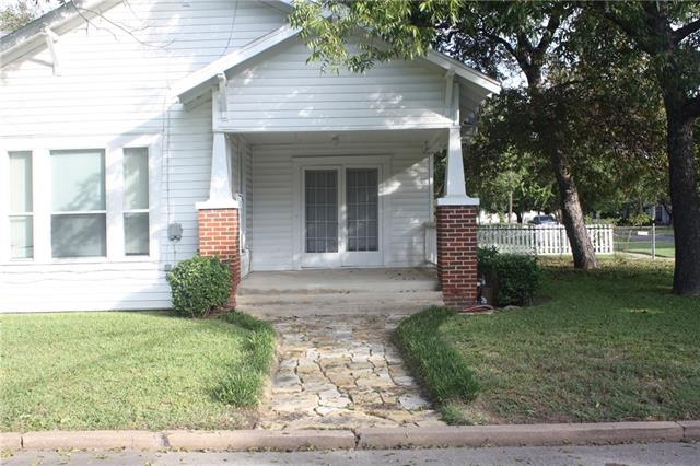 Photo of 927 N Anglin Street  Cleburne  TX