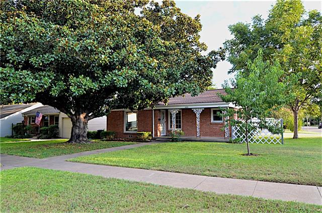 Photo of 4337 Curzon Avenue  Fort Worth  TX