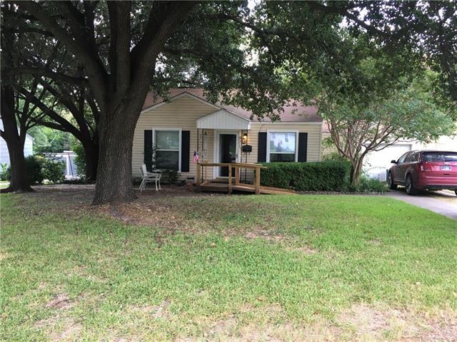 Photo of 921 Lydick Lane  River Oaks  TX