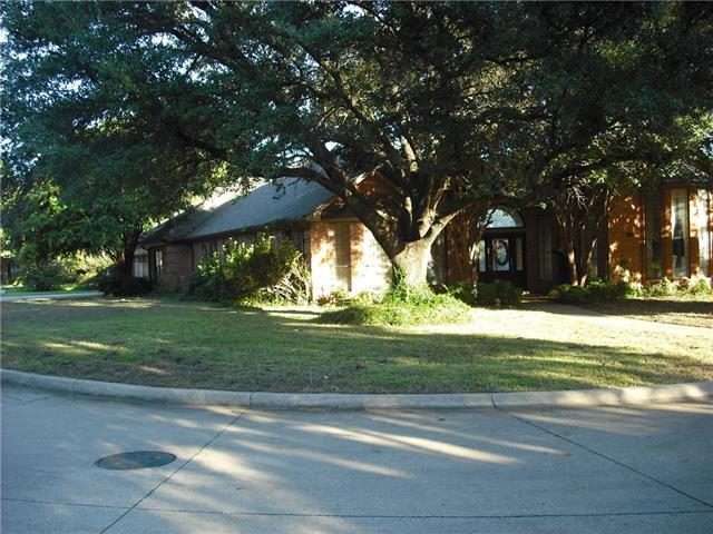 Photo of 1122 Shady Oak Trail  Mansfield  TX