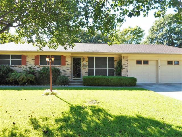 1111 Hillside Dr, Gainesville, TX 76240