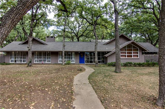 Photo of 410 Lincolnshire Drive  Irving  TX