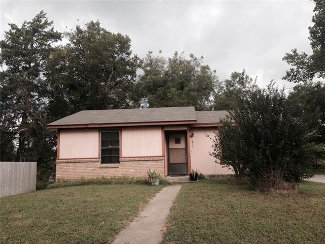 Photo of 811 E James Street  Cleburne  TX
