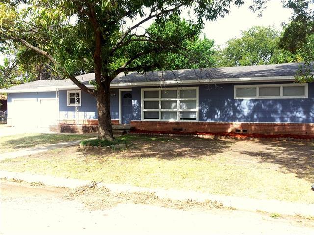 1013 Tyler St, Gainesville, TX 76240