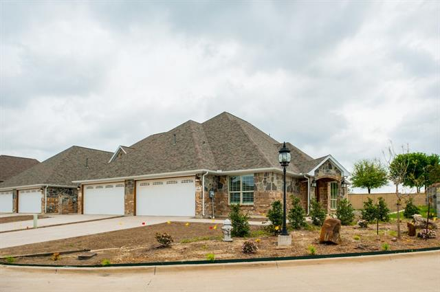 5061 Giverny Ln, Fort Worth, TX 76116