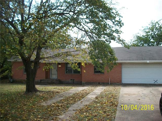 Photo of 910 Donlee Road  Lancaster  TX
