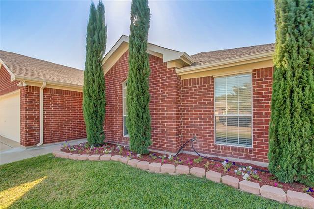 Photo of 6804 W Lynn Creek Drive  Arlington  TX