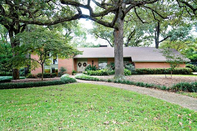 211 Guadalupe Dr, Athens, TX 75751