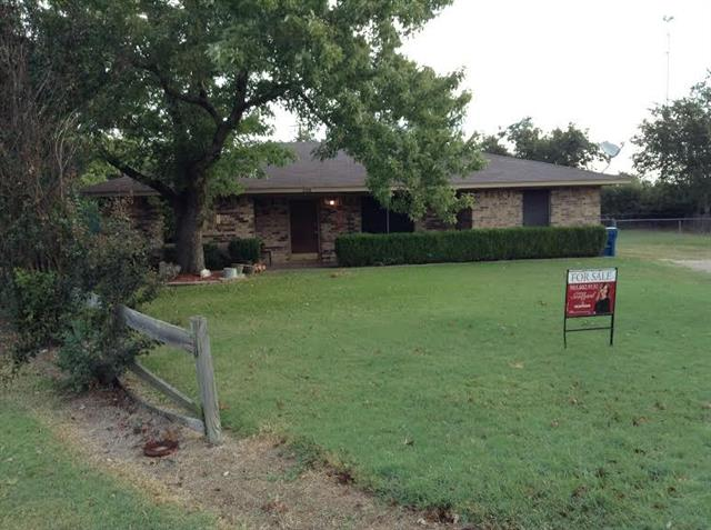Photo of 208 Castle Circle  Blooming Grove  TX