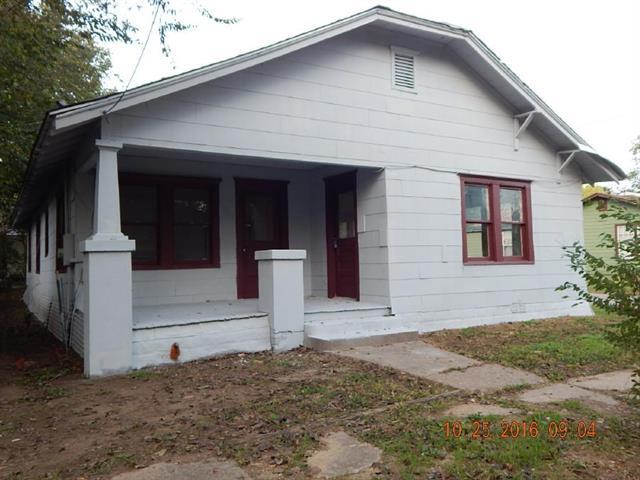 Photo of 609 N Robinson Street  Cleburne  TX