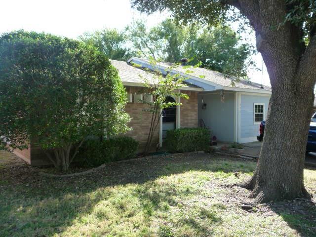 Photo of 522 Hawthorne Drive  Allen  TX