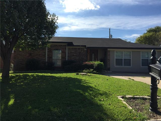 Photo of 628 Sharp Street  Mansfield  TX