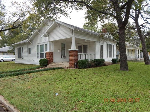Photo of 927 N Anglin Street  Cleburne  TX