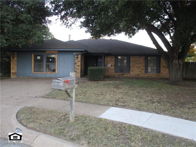 Photo of 400 Greenway Drive  Saginaw  TX