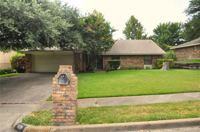 Photo of 409 Meadowhill Drive  Benbrook  TX