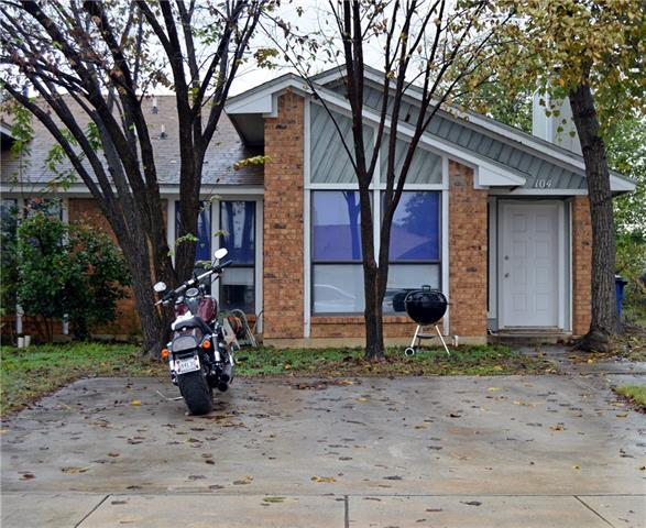 Photo of 104 Oak Wood Lane  Kennedale  TX