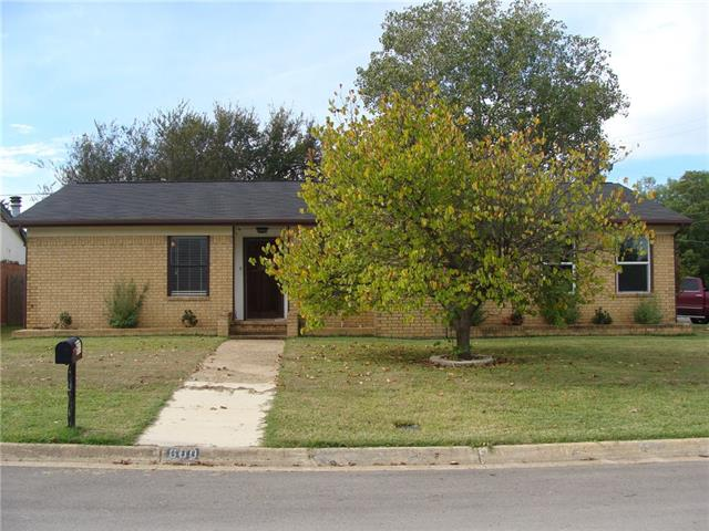 Photo of 600 S Waxahachie Street  Mansfield  TX