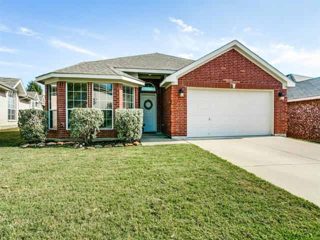 Photo of 4865 Eagle Trace Drive  Fort Worth  TX