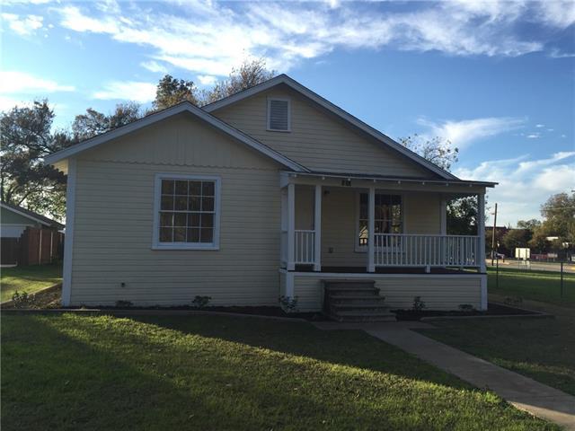 Photo of 102 N 4th Street  Grandview  TX
