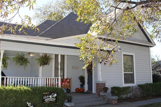 Photo of 1401 N Robinson Street  Cleburne  TX