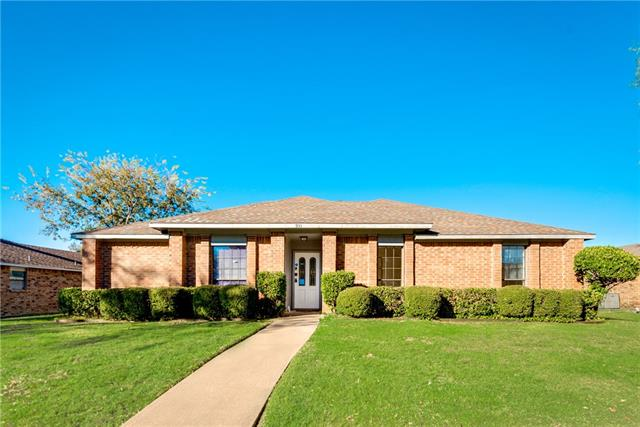 Photo of 931 Live Oak Drive  DeSoto  TX