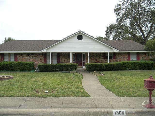 Photo of 1306 Thunderbrook Circle  DeSoto  TX