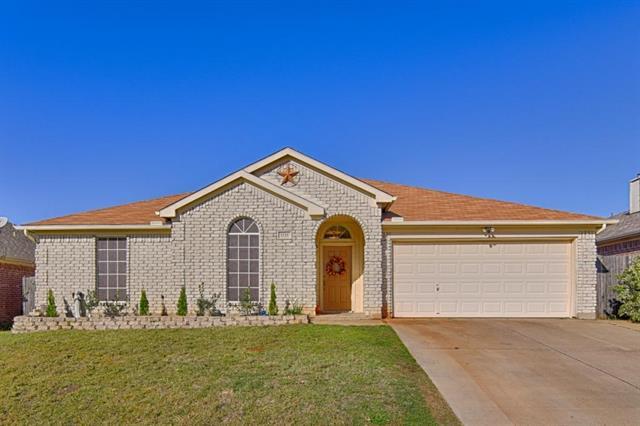 Photo of 1121 Greenview Lane  Kennedale  TX