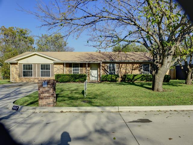 Photo of 407 Live Oak Drive  Mansfield  TX