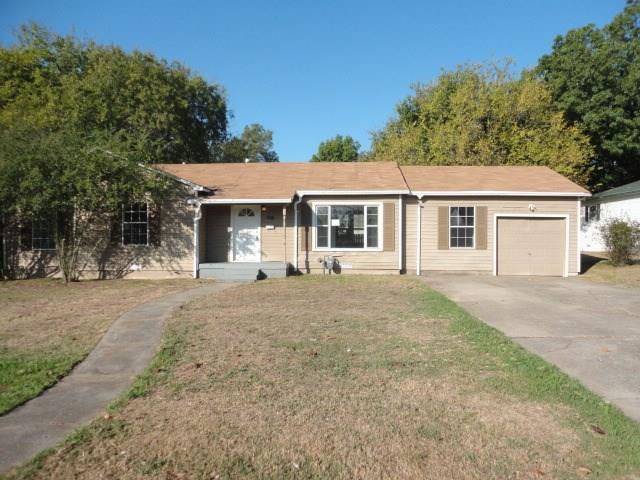 Photo of 605 Lipscomb Street  Bonham  TX