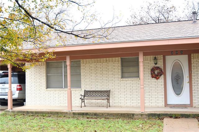 303 N Victor St, Comanche, TX 76442