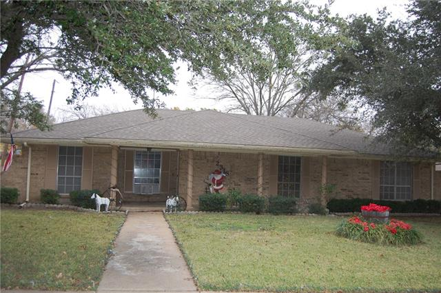 Photo of 2318 Louise Lane  Ennis  TX
