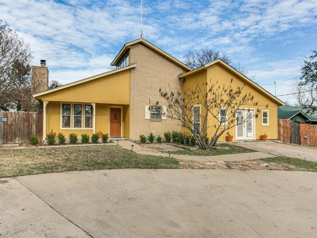 Photo of 805 Barry Lane  Cleburne  TX