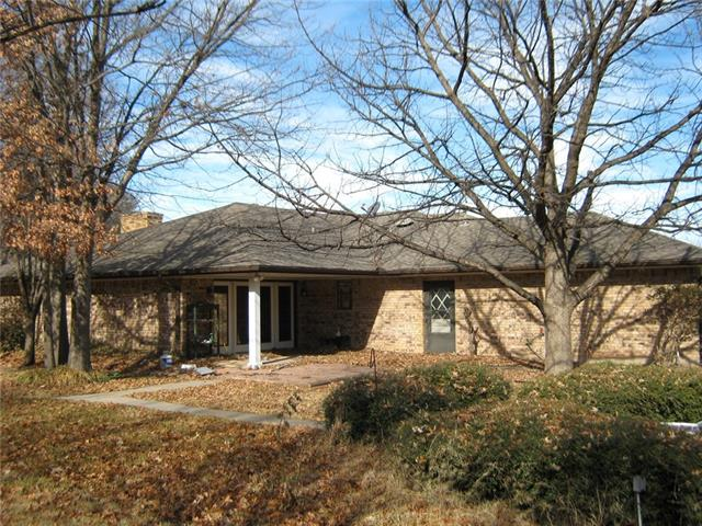 808 Garlington St, Bowie, TX 76230