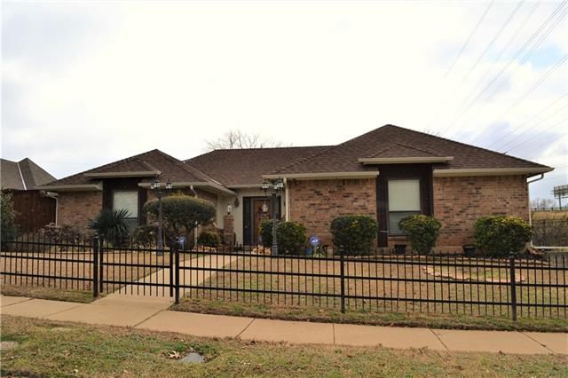 Photo of 7510 Lake Park Court  Arlington  TX