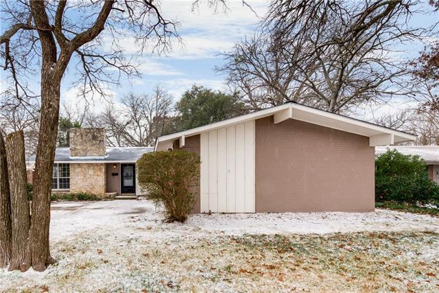 Photo of 909 Warren Way  Richardson  TX