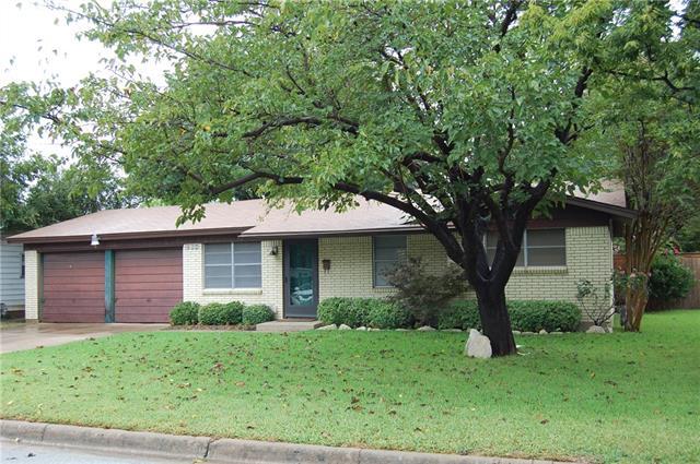 Photo of 204 Pimlico Way  Saginaw  TX
