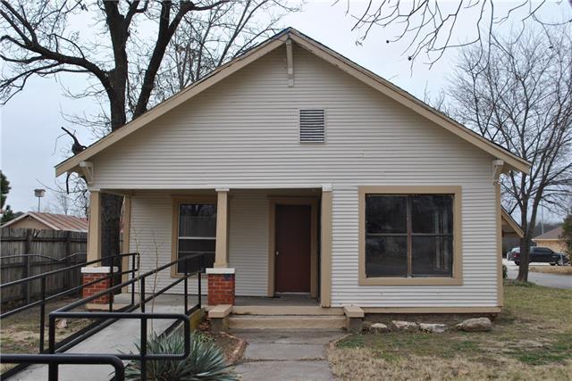 Photo of 610 W Grand Avenue  Comanche  TX