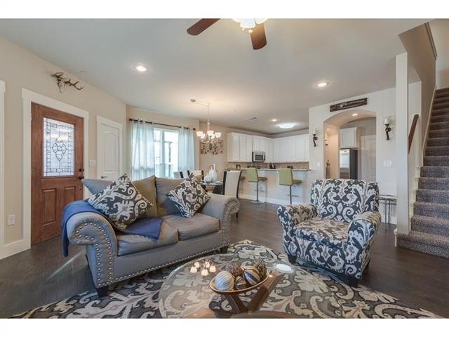 Photo of 313 S Kealy Avenue  Lewisville  TX