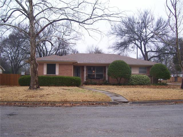 Photo of 300 Glen Oaks Road  Bonham  TX