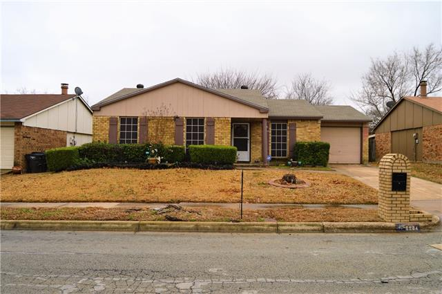 Photo of 6904 Fallbrook Court  Fort Worth  TX