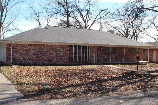 Photo of 824 Lynn Street  Bonham  TX