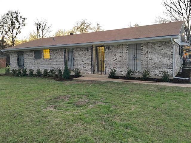902 S Rockwall Ave, Terrell, TX 75160