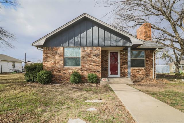 Photo of 902 S Perrin Street  Decatur  TX