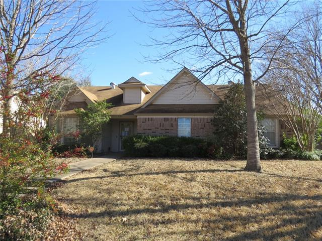 Photo of 450 Country View Lane  Garland  TX