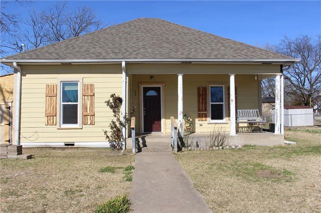 Photo of 202 W Denison Avenue  Bonham  TX