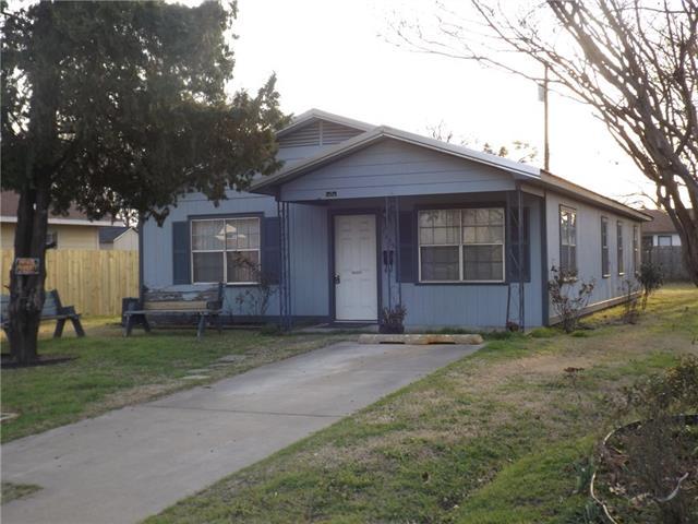 Photo of 1705 N Breckenridge Street  Ennis  TX