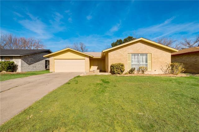 Photo of 606 Lynne Drive  Grand Prairie  TX