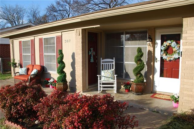 Photo of 307 Robert Street  Burleson  TX