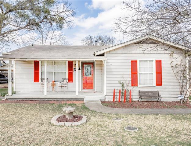 Photo of 204 E Denton Street  Palmer  TX