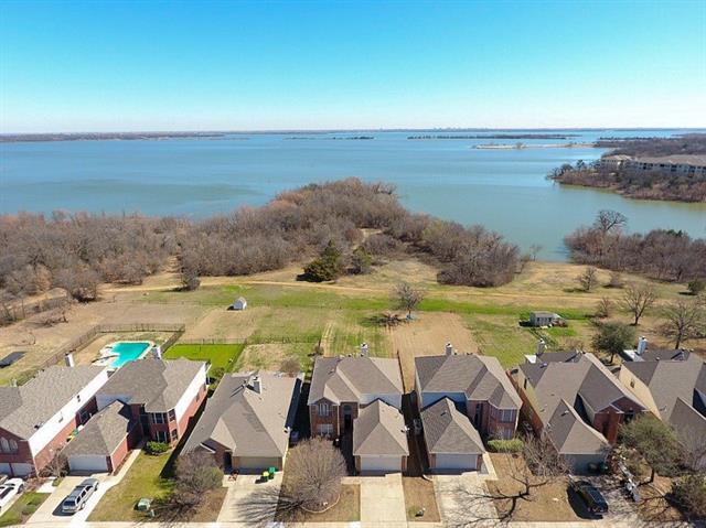 Photo of 907 Lake Bluff Drive  Lake Dallas  TX